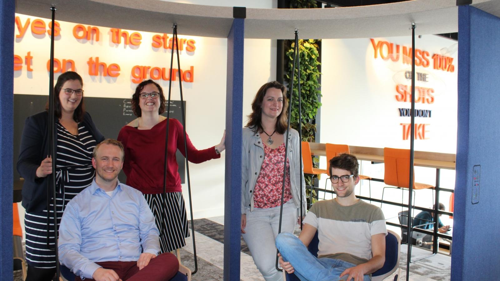 Vijf medewerkers van CAPE Groep.